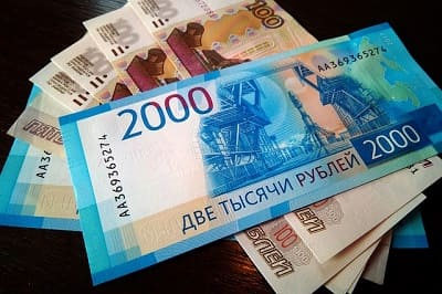 Как получить 2000 рублей от Сбербанка при получении выплат